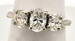 14 KT WHITE GOLD LADIES DIAMOND RING.