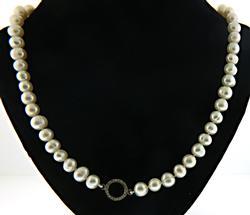 Fresh Water Pearl Necklace w Diamond Circle