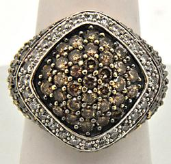 LADIES 14 KT GOLD RING WHITE AND CHOCLATE DIAMONDS.