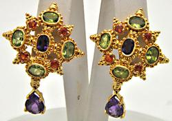 21 KT YELLOW GOLD COLOR STONES EARRINGS.