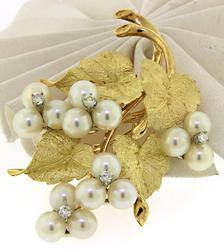 Elegant Pearl and Diamond Cluster Flower Brooch