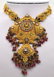 22 KT YELLOW GOLD INDIAN JEWELERY.