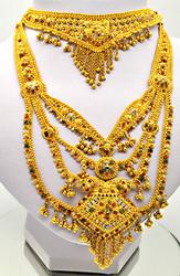 AMAZING 22 KT YELLOW GOLD INDIAN WEDDING JEWELERY.