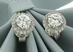 Classic 18kt Round Brilliant Cut Diamond Earrings