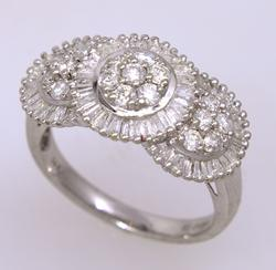 Sparkling Diamond Ring in White Gold, Size 6