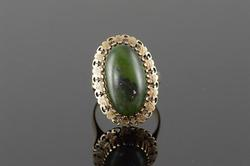 14kt Yellow Gold Green Jade Vintage Ring