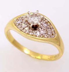 Pretty Diamond Ring in Gold, Size 6.5