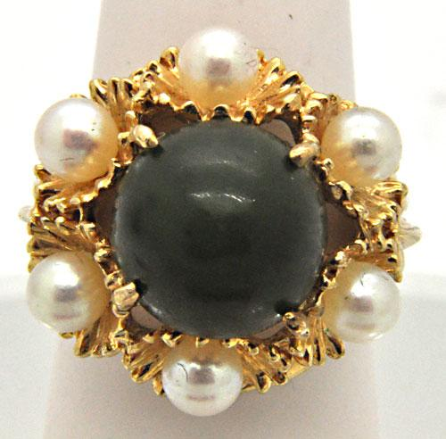LADIES 14 KT YELLOW GOLD JADE AND PEARL RING.