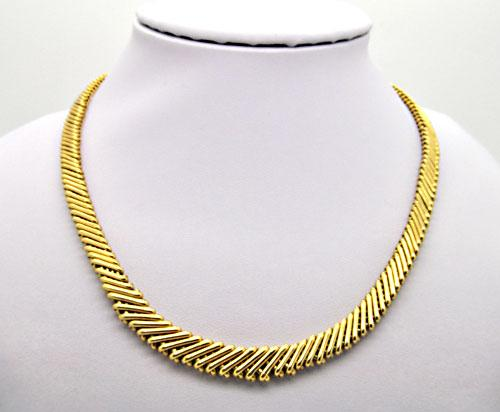 LADIES 14 KT YELLOW GOLD NECKLACE. VERY HEAVY.