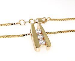 Gorgeous 3 Stone Diamond Pendant Necklace