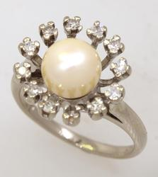 Pearl & Diamond Ring in Gold, Size 5.75