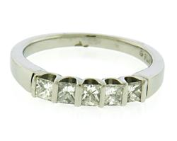 Romantic 5 Diamond Bar Set Band in Platinum