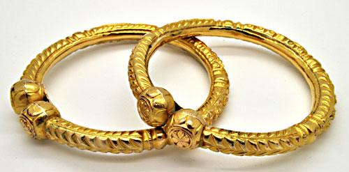 SET OF TWO 22 KT YELLOW GOLD BANGLES.
