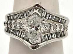 LADIES 14 KT WHITE GOLD DIAMOND ENGAGEMENT RING .