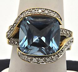 14 KT YELLOW GOLD BLUE TOPAZ AND DIAMOND RING.
