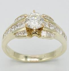 Beautiful 14KT Yellow Gold Diamond Ring