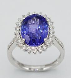 Beautiful Platinum Tanzanite & Diamond Ring