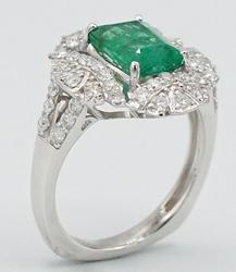Dazzling 18KT White Gold Emerald and Diamond Ring