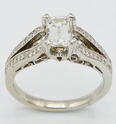 Stuning 1.0 ct Diamond Ring in 18kt