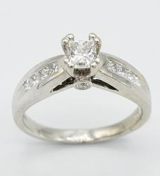 Very Chic 14kt Gold 1ctw Princess Cut Diamond Ring