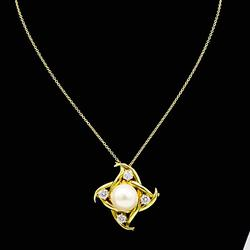 Gorgeous Fresh Watre Pearl and Diamond Necklace