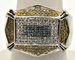 MEN'S 14 KT WHITE GOLD DIAMOND RING.