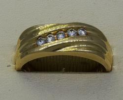 14KT 5-Diamond Band Approx .15CTW Size 8.5
