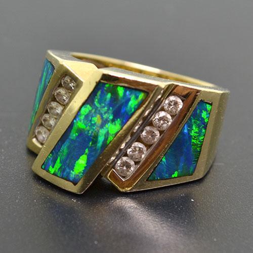 Gorgeous 14kt Gold Opal & Diamond Ring