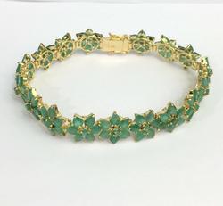 22+ Carat Emerald Bracelet in 14kt Gold