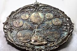 Exquisite Queen Victoria Commemorative Tray