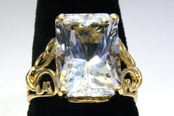 Glittering Large Clear Gemstone Ring in Gold