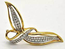 18 KT YELLOW AND WHITE GOLD DIAMOND BROOCH.