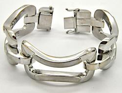 LADIES QUADRI 18 KT WHITE GOLD BRACELET.