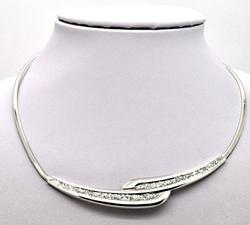 14 KT ITALIAN WHITE GOLD OMEGA NECKLACE WITH GLITTER.