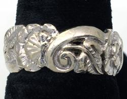 White Gold Nature Motif Band in Size 6.25