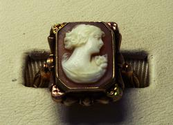Antique-Style Gold Cameo Ring Size 6.25