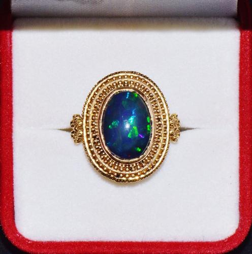 Gorgeous 18kt Gold Opal Cocktail Ring