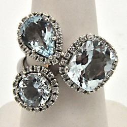 LADIES 14 KT WHITE GOLD DIAMOND AND AQUAMARINE RING.