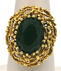 18 KT YELLOW GOLD GREEN STONE RING.