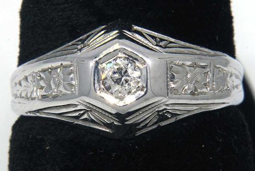 Sparkling Art Deco Diamond Estate Ring