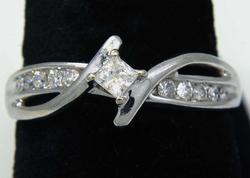 Glittering Diamond & White Gold Engagement Ring