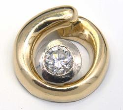 Glimmering Circular Diamond Pendant in Gold