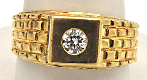 MEN'S 14KT YELLOW GOLD SOLITAIRE DIAMOND RING.