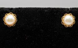 Sweet Pearl Stud Earrings in 14KT Yellow Gold