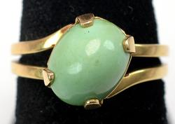 Nice Green Cabochon Ring in 14KT Gold