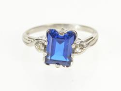 10K White Gold Retro Emerald Cut Spinel CZ Accent Fashion Ring