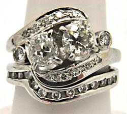 LADIES 14K WHITE GOLD DIAMOND ANTIQUE RING.