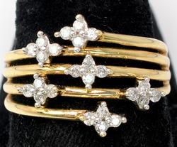 Flashy Diamond Flowers Band in Yellow Gold