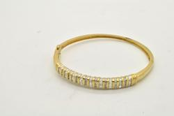 LADIES 14 KT YELLOW GOLD DIAMOND BANGLE BRACELET