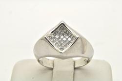 MEN'S 14KT WHITE GOLD DIAMOND RING.